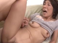 Japonesa dando para filho na frente da nora