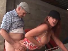 Filmando a esposa madura cavalgando no pau do maridão