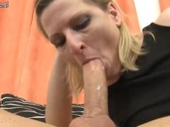 Loira gostosa acordando o macho com boquete e fazendo sexo