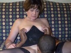 Sogra idosa bem fogosa ainda fazendo sexo com o genro