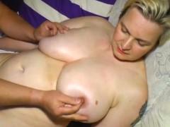 Esposa loira feia transando com marido gordo escroto